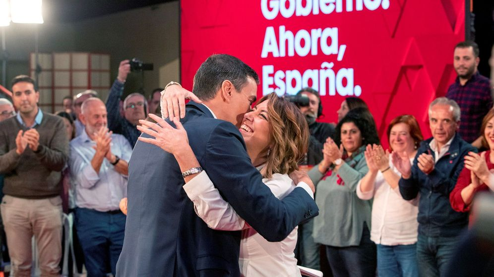 Foto: Pedro Sánchez se abraza a Susana Díaz, este 22 de octubre, en Cádiz. (EFE)