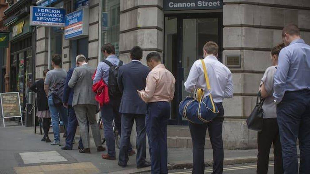 Miedo al Brexit: los británicos cambian libras a un día del referéndum