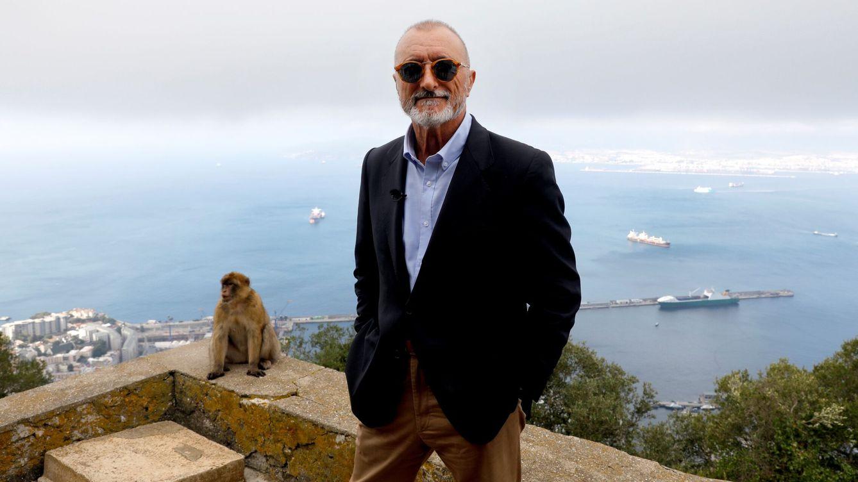 Arturo Pérez-Reverte: periodista de guerra, su hija Carlota y sus cifras de récord