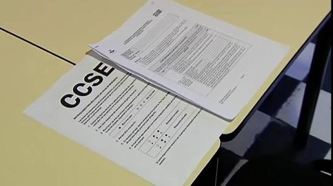 Un pinganillo para aprobar el examen de 'españolidad'