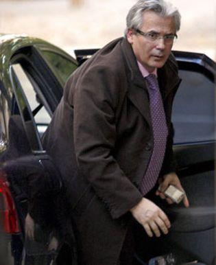 Foto: Garzón ralentizó una investigación sobre BBVA y La Caixa tras pedirles dinero para sus cursos
