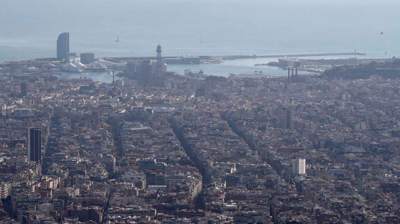 La contaminación es uno de los grandes problemas de Barcelona. (EFE / Alejandro García)