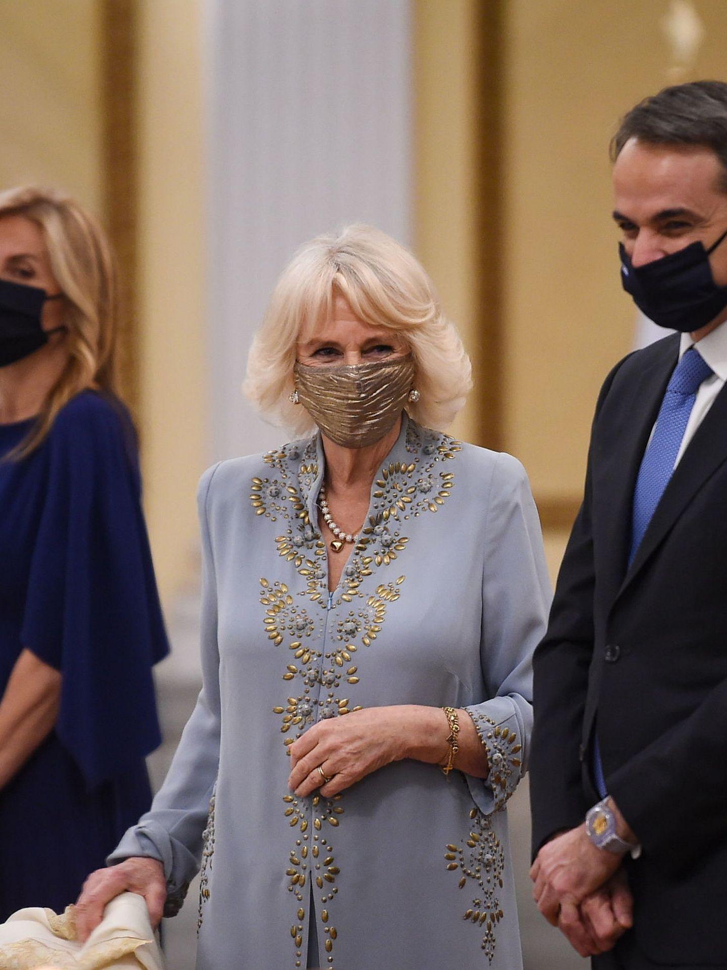 Camilla, con el vestido de Anna Valentine en Atenas hace unas semanas. (EFE)