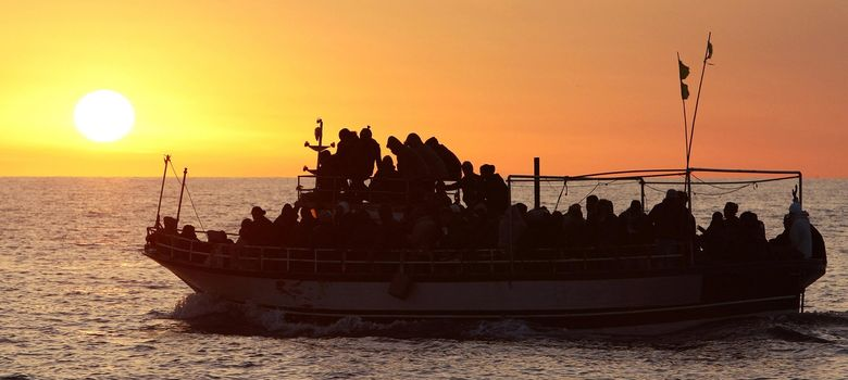 Foto: Inmigrantes en una de las barcas que llega a Lampedusa (Reuters)