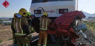 Post de Cuatro fallecidos en un choque entre un tren y un vehículo en un paso a nivel en Alicante