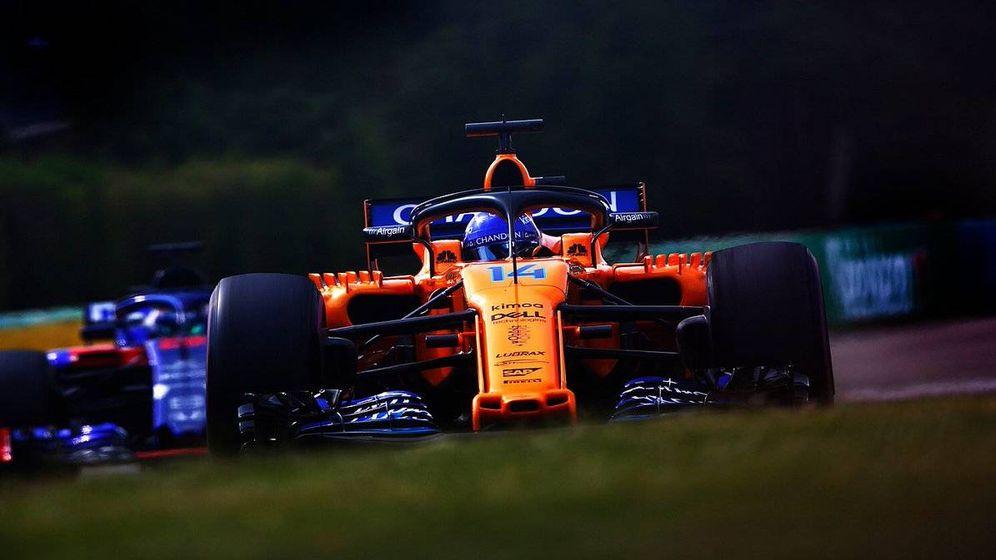 Foto: Alonso, en una primera jornada del GP de Hungría extremadamente calurosa. (McLaren)