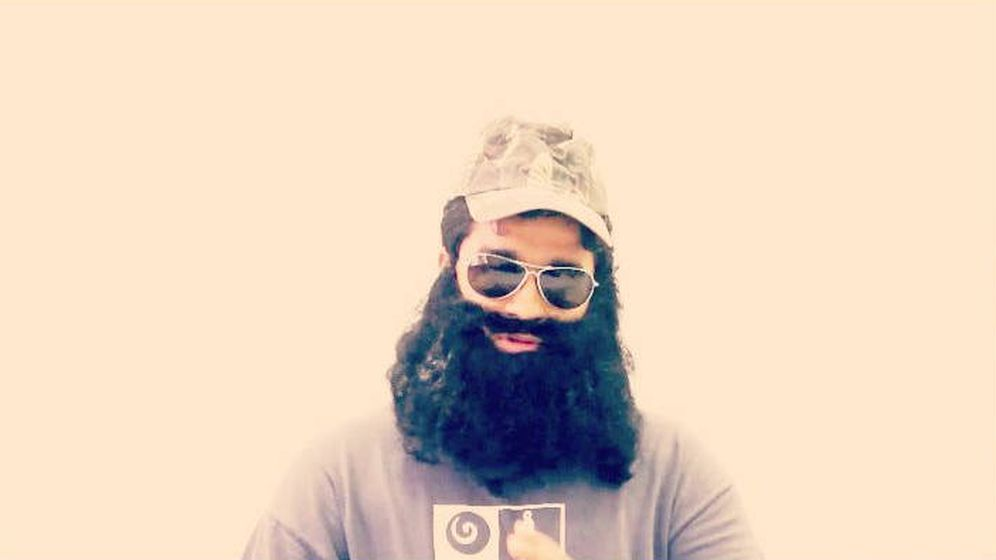 Foto: Raphael Manuel, en una imagen con su característica barba (Foto: Facebook)