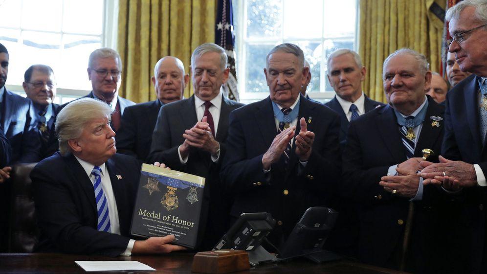 Foto: El presidente de Estados Unidos, Donald Trump, junto al Secretario de Defensa, James Mattis, y el vicepresidente Mike Pence. (Reuters)