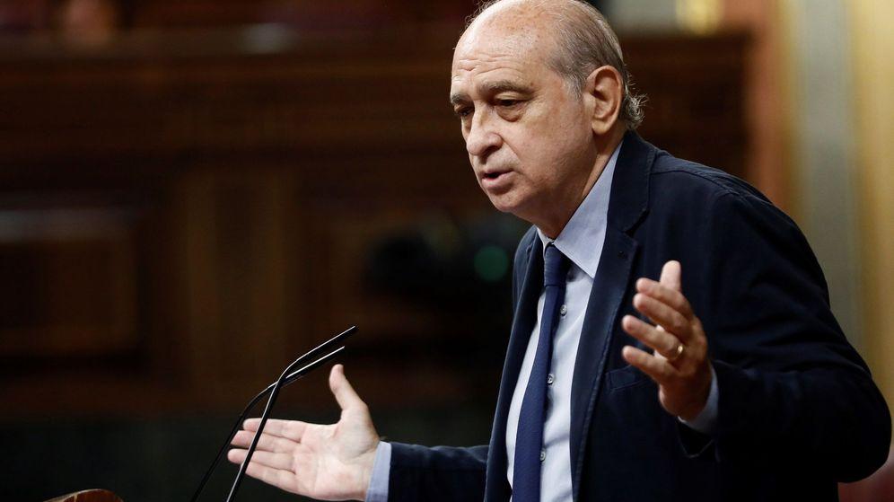 Foto: El exministro, en el pleno del Congreso. (EFE)