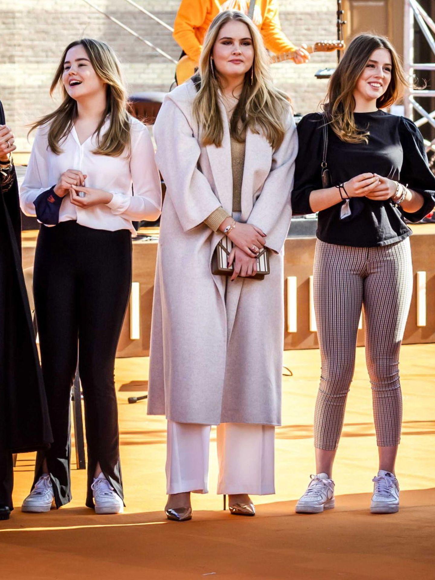 Alexia, con sus hermanas en el Día del Rey. (EFE)