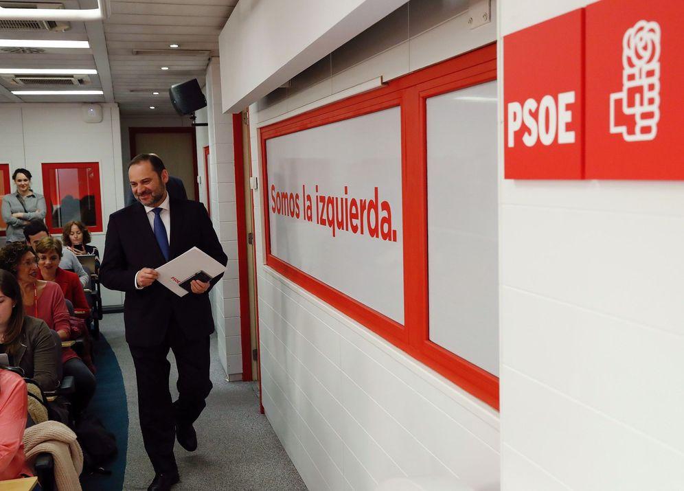 Foto: José Luis Ábalos, secretario de Organización y ministro de Fomento, este 11 de marzo. (EFE)