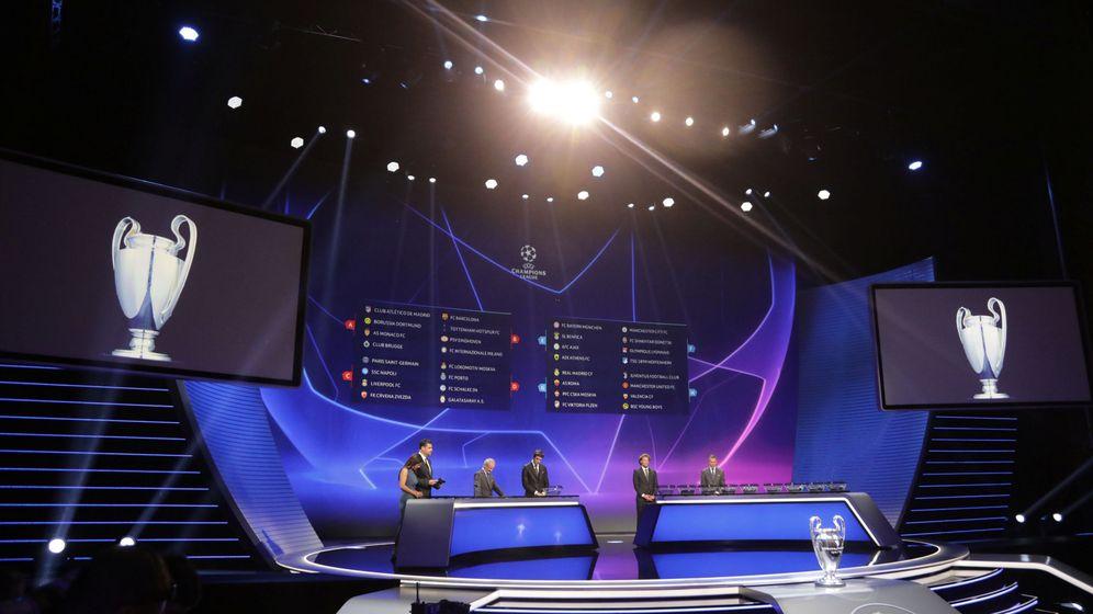 Foto: Imagen del sorteo de la fase de grupos de la Champions. (Reuters)