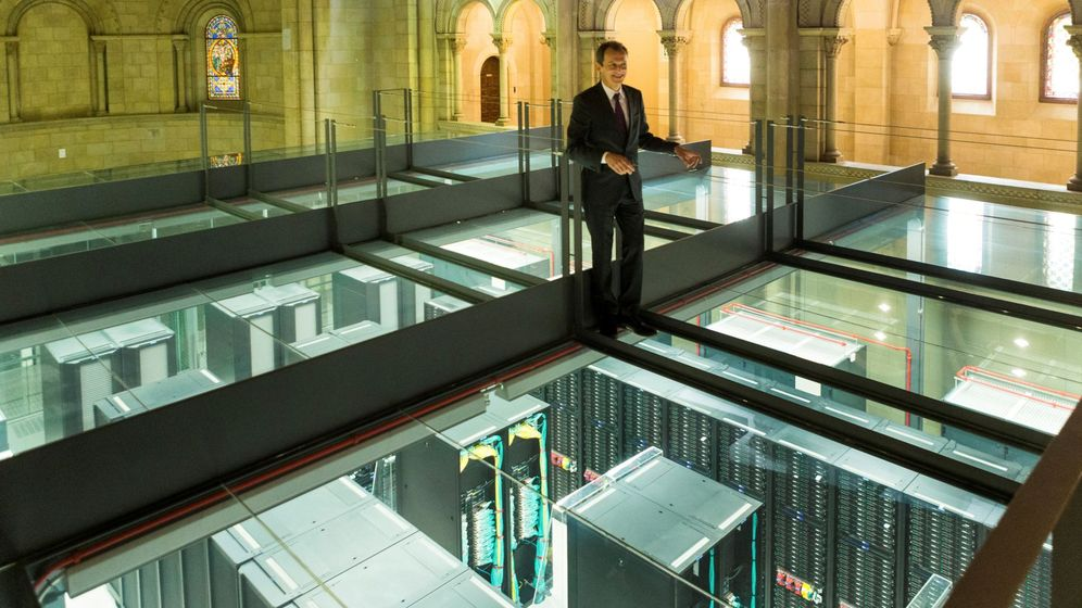 Foto: Pedro Duque visita el Barcelona Supercomputing Center en 2018 (EFE)