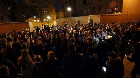 Disturbios y fuego en Vallecas (Madrid) frente a la casa del presunto asesino de un vecino