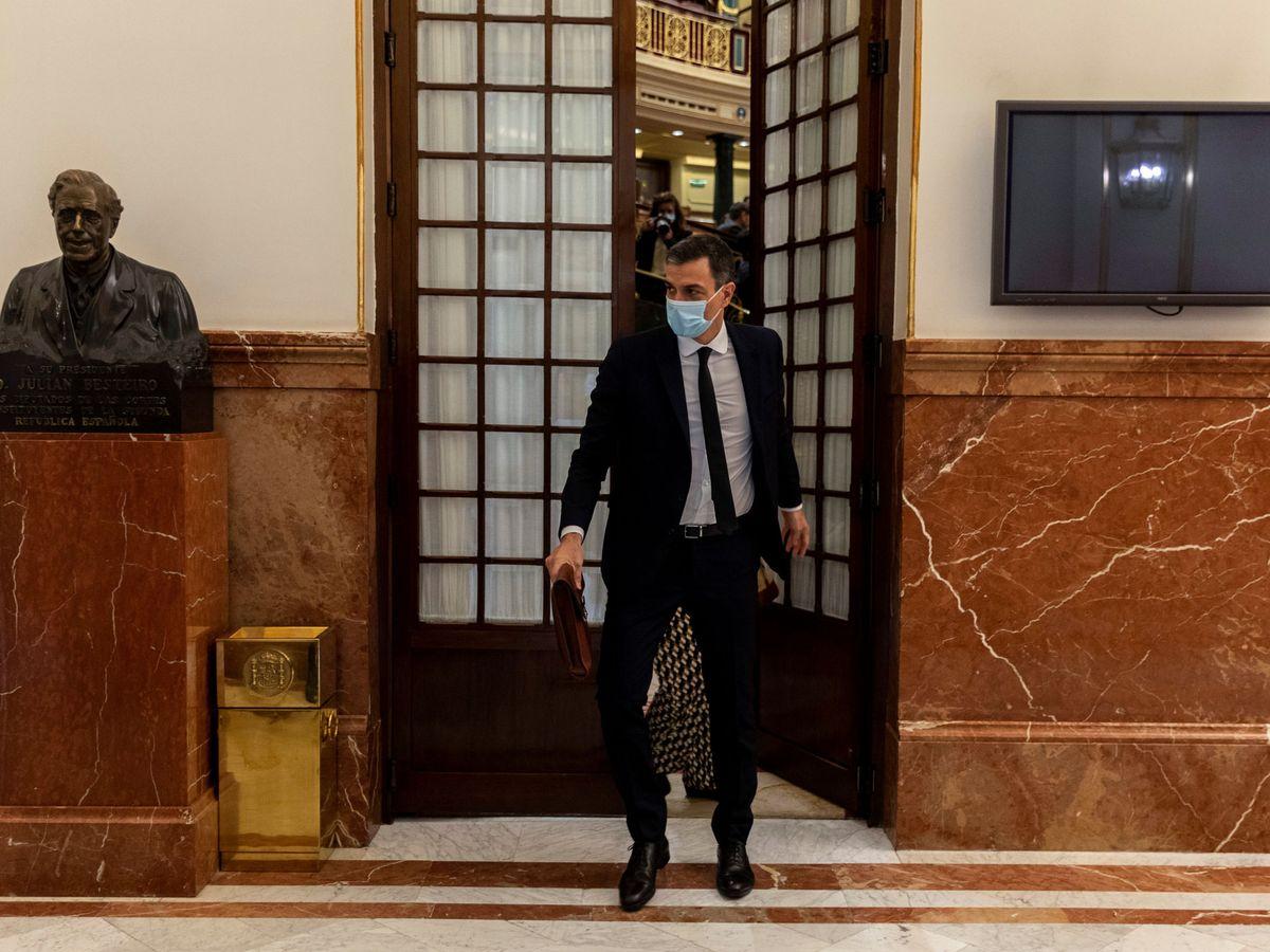 Foto: Pedro Sánchez abandona el pasado 3 de junio el pleno del Congreso, que debatió y aprobó la sexta prórroga del estado de alarma. (Reuters)
