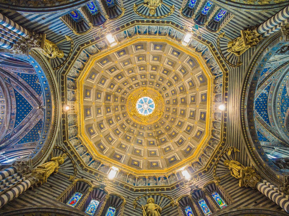 Foto: Cúpula de una iglesia en Siena. (David Siglin-Unsplash)