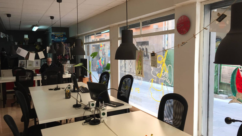 Ocón ha cambiado su oficina con cristaleras por este 'coworking'. (A. V.)