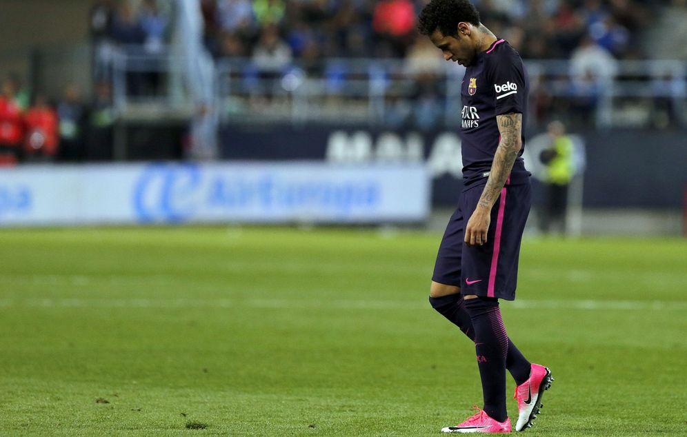 Foto: En la imagen, Neymar tras ser expulsado durante el Málaga-Barcelona. (EFE)