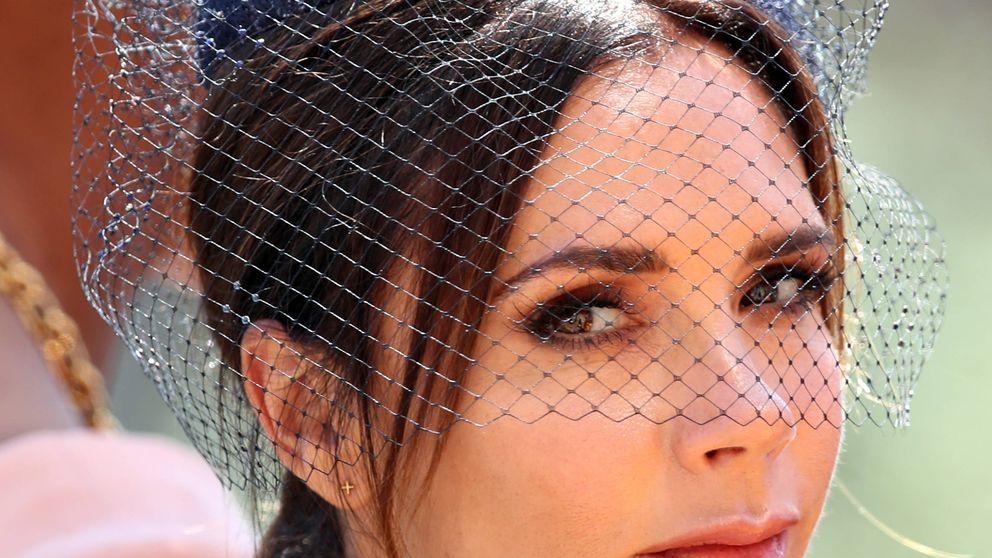 Lo nuevo en belleza es maquillarte como Victoria Beckham (y aquí tienes las claves)
