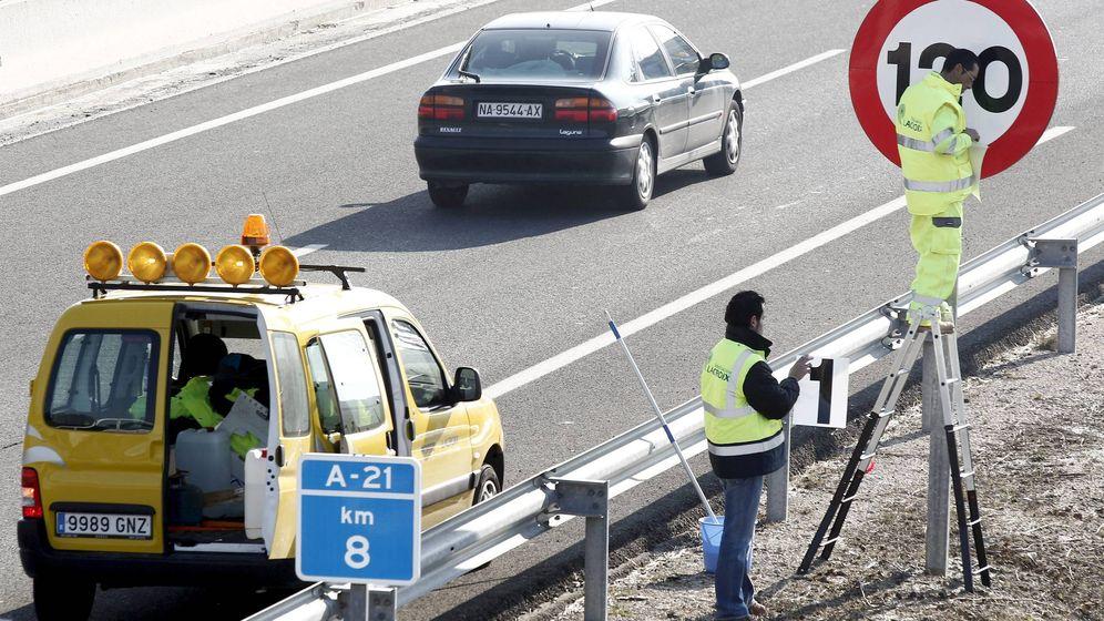 Foto: Obras en una autopista en Navarra. (EFE)