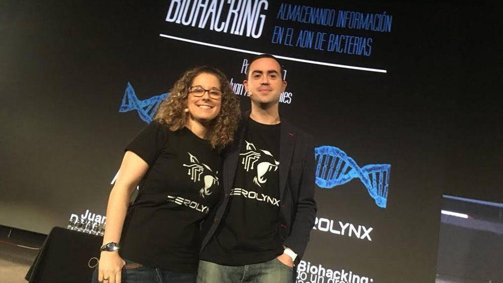 Foto: La aplicación funciona como un traductor de binario al lenguaje del ADN (Cortesía de Juan Antonio Calles)