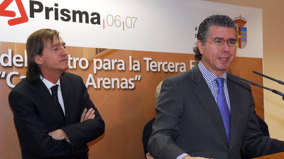 Foto: Francisco Granados, inaugurando una obra del plan Prisma en Navalcarnero.