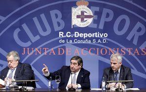 El accionariado del Deportivo da un histórico 'no' a las cuentas del club