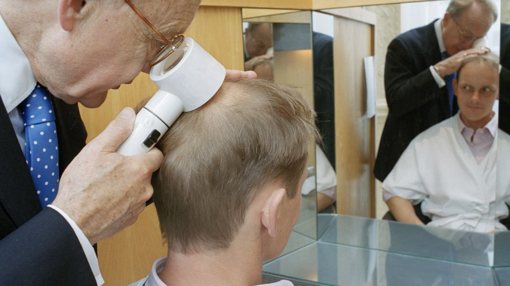 Foto: La caída repentina del cabello es un síntoma que anticipa diversas enfermedades. (Corbis)