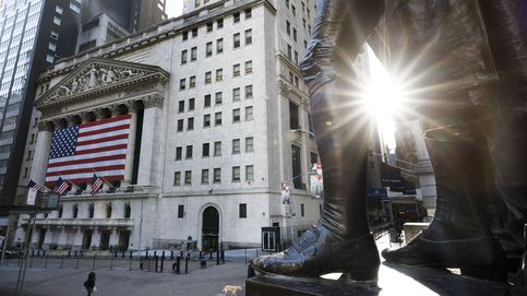 Wall Street se mueve con gran volatilidad y el Dow Jones trata de subir