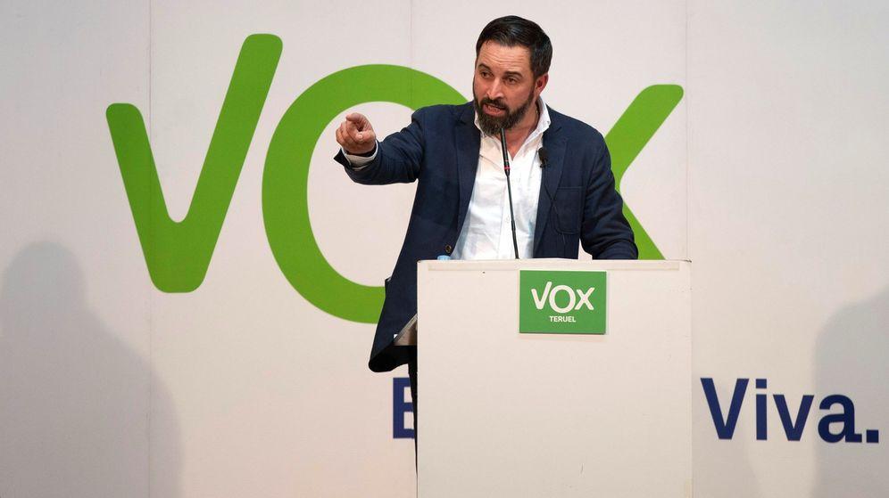 Foto: Abascal durante un mitin de Vox en Teruel el pasado 13 de diciembre. (EFE)
