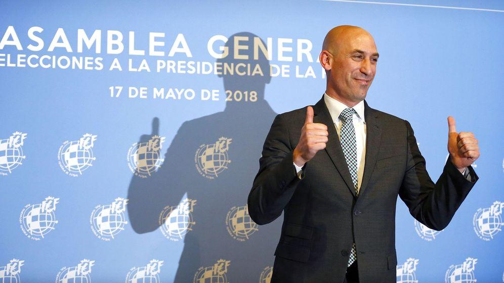 Foto: Luis Rubiales sonríe victorioso. (EFE)