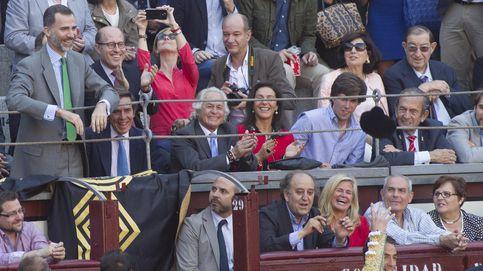 Felipe VI 'se estrena' en los toros junto a Palomo Linares