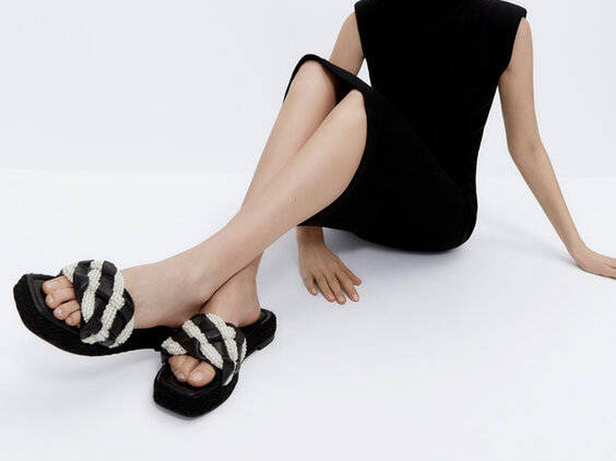 Foto: Te enamorarás de más de una sandalia de Uterqüe. (Cortesía)