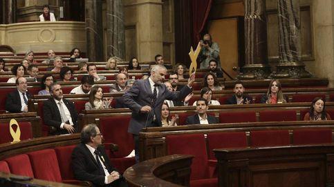 La guerra por un lazo amarillo enturbia el primer pleno de Torra como 'president'