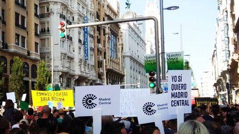 Cientos de personas salen a la calle en la capital para defender Madrid Central