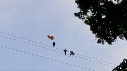 Ocho horas colgado de un cable de alta tensión: el vuelo en parapente más difícil