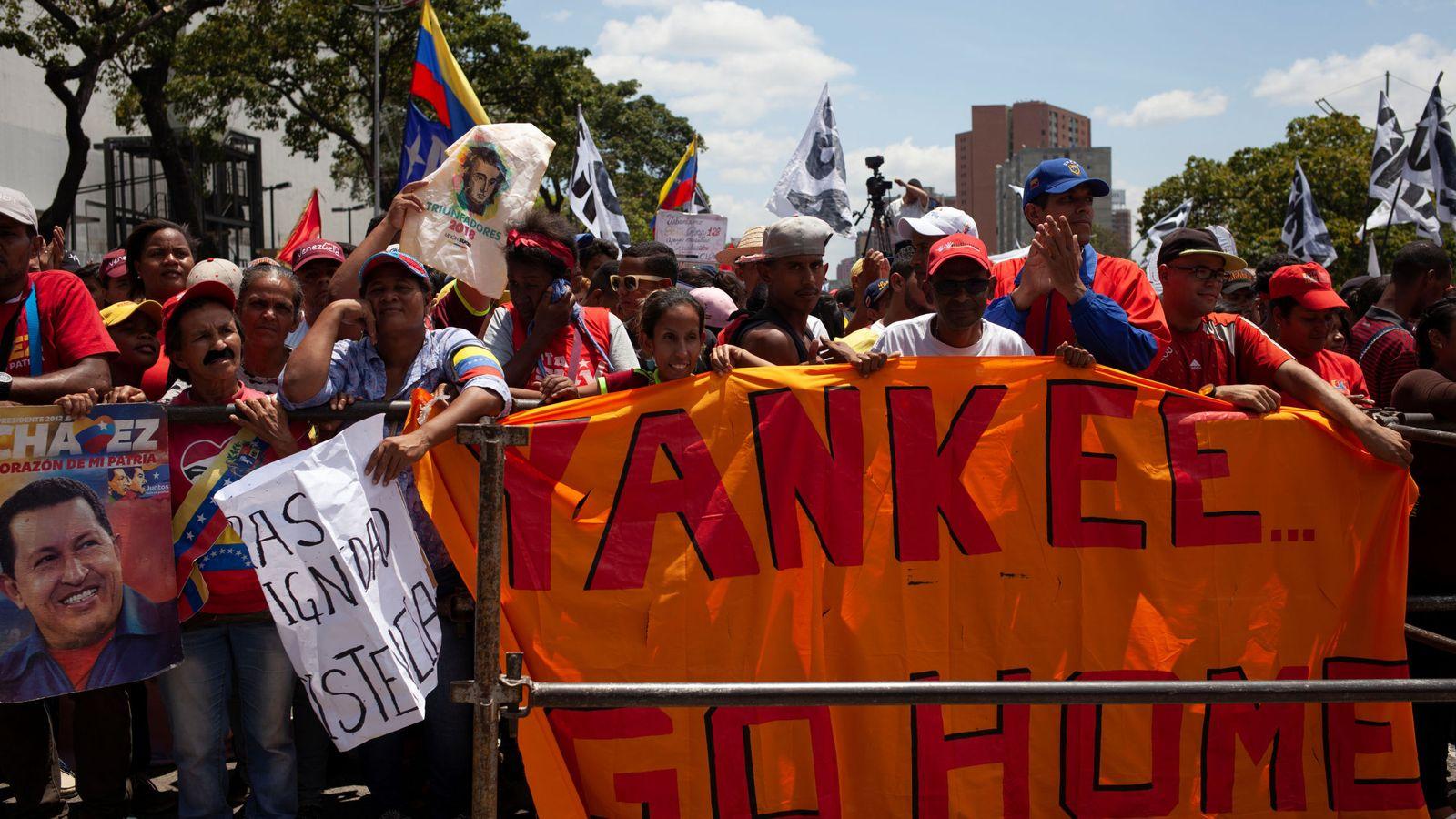 Foto: Seguidores del Gobierno de Nicolás Maduro se manifiestan en Caracas el 16 de marzo de 2019.(Reuters)