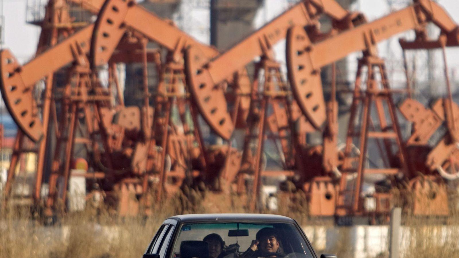 Foto: Plataformas petroleras (Efe)