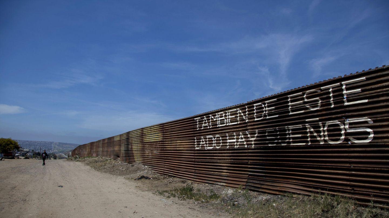 Vista de la valla que delimita el territorio mexicano y estadounidense hoy, en Tijuana, Baja California (México). (EFE)