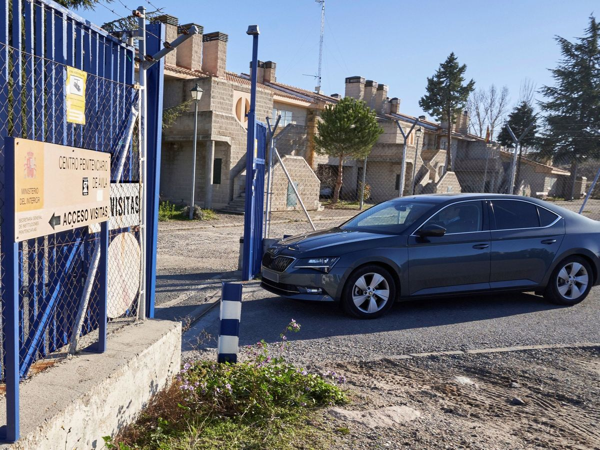 Foto: Iñaki Urdangarin vuelve a Brieva tras un permiso. (EFE)