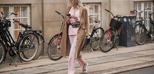 Post de Cómo llevar el traje de chaqueta con zapatillas de deporte en tres looks