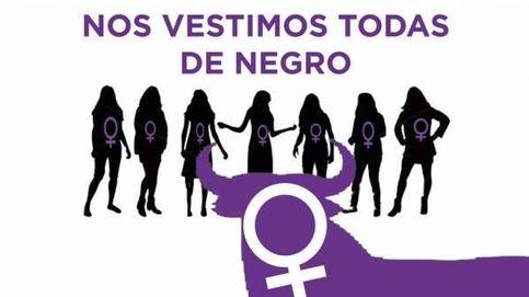 Camiseta y pañuelo negro: la protesta feminista en el chupinazo de Sanfermines