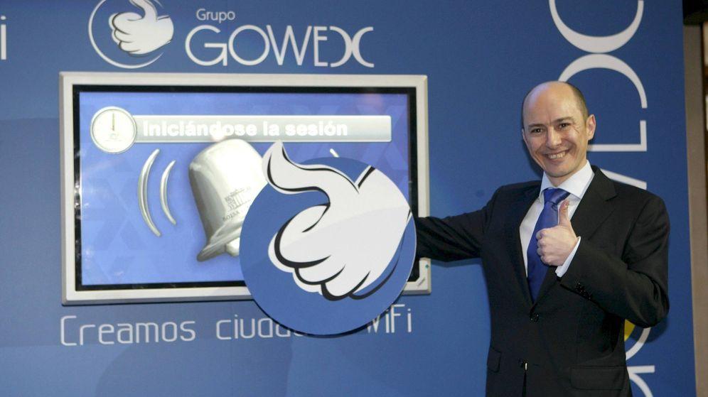 Foto: El expresidente de Gowex, Jenaro García, durante el toque de campana que simbolizó su salida al MAB. (EFE)