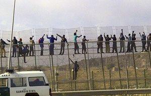 40 subsaharianos entran en Melilla tras nuevo salto masivo a la valla
