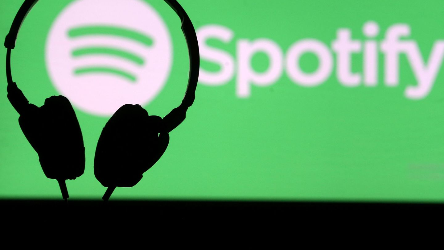 FILE PHOTO: A headset in front of a screen projection of Spotify logo, in this picture taken April 1, 2018. REUTERS Dado Ruvic File Photo