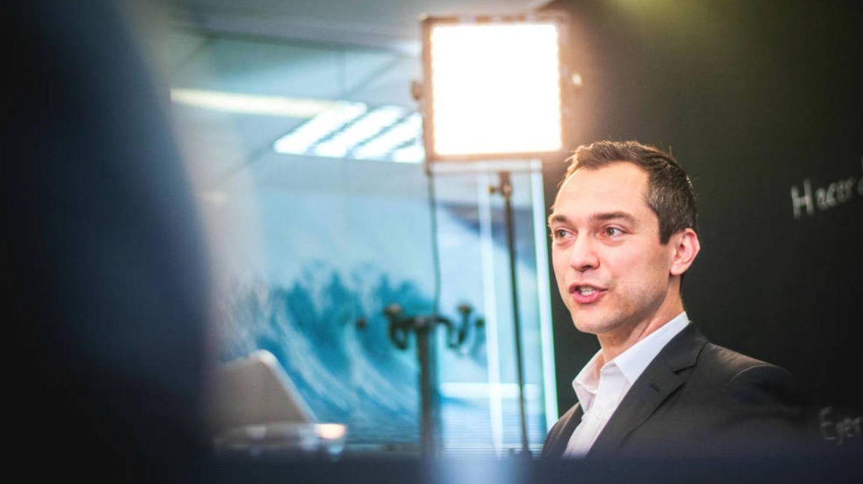 Nathan Blecharczyk, uno de los cofundadores de Airbnb, en una visita a El Conficencial. (Carmen Castellón)