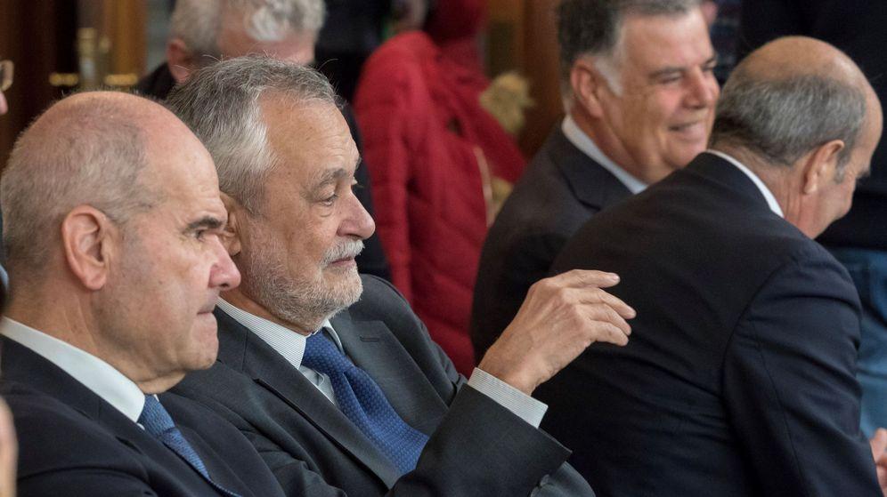 Foto: Los expresidentes Manuel Chaves y José Antonio Griñán, durante el juicio. (EFE)