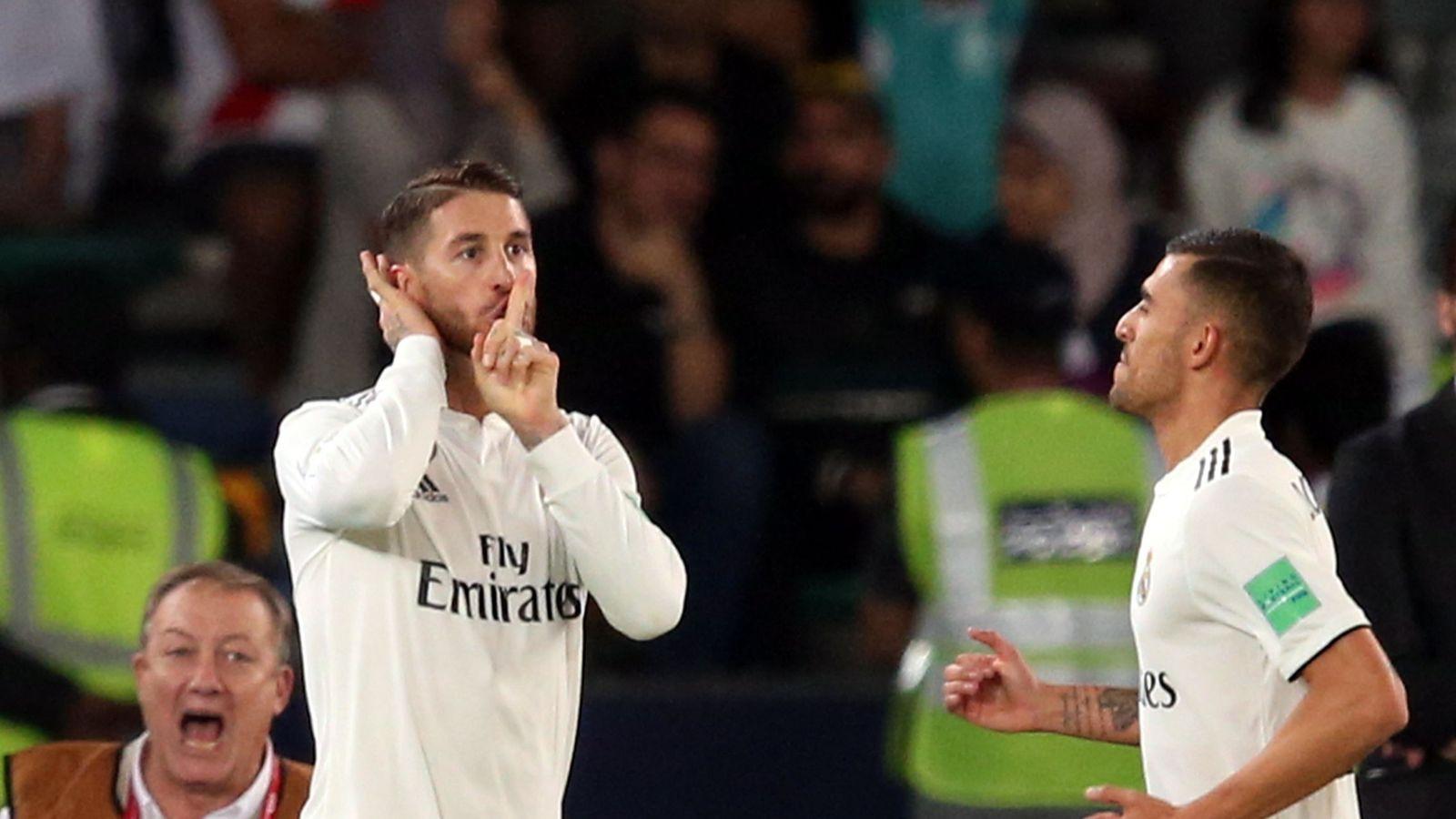 Foto: Sergio Ramos manda callar al estadio. (EFE)