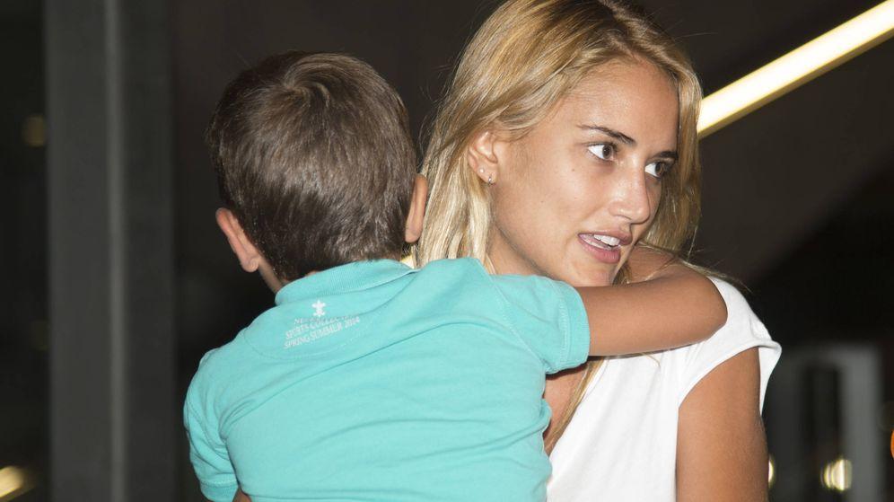 Foto: Alba Carrillo regresa de vacaciones con su hijo Lucas. (GTRES)