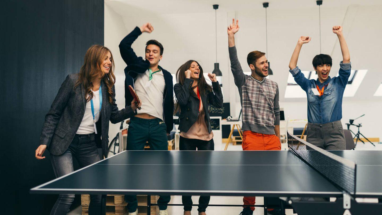 '¡Qué bien! ¡Teambuilding el sábado a las 09:00 de la mañana!' (iStock)